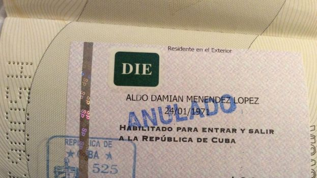 GY - sello-denegacion-entrada-pasaporte-artista_CYMIMA20150327_0011_18