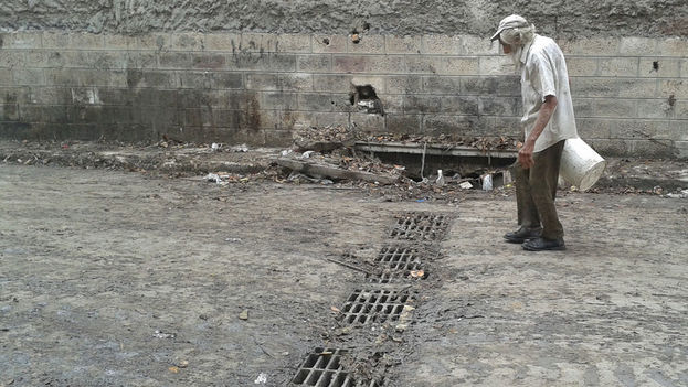 The sewers can barely deal with the mud from the storm (14ymedio)