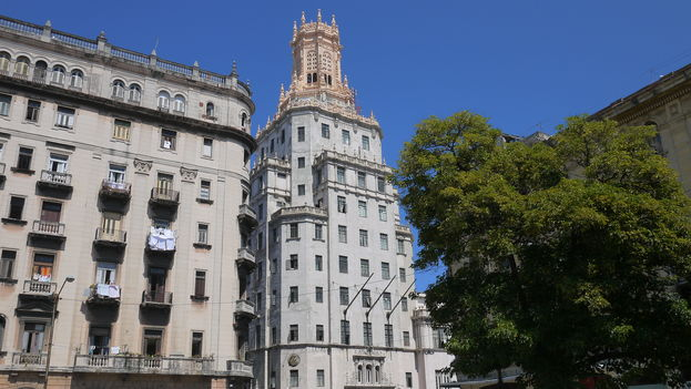 The headquarters of the State phone company ETECSA in Havana. (14ymedio)
